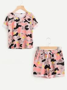 Camiseta de doblez con estampado de camuflaje al azar con shorts