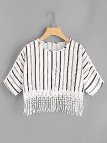 Tee-shirt à rayures avec des franges en dentelle