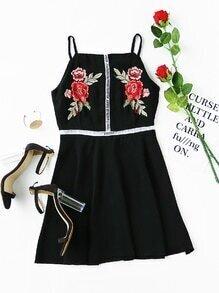 Robe brodée des roses creuse