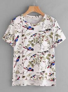 Camiseta con estampado de hojas y pájaro al azar