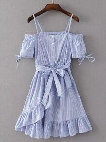 Vestido de rayas verticales con ribete de volantes en línea A con cordón