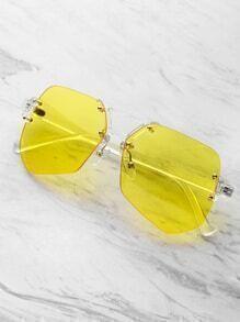 Gafas de sol con marco transparente con lentes en contraste