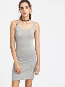 Kleid mit doppeltem Schlitze