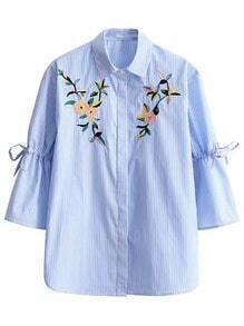 Blusa de rayas verticales con cordón