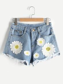 Shorts de borde crudo aplique bordado de flor