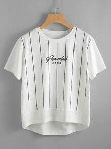 Camiseta bordada de lema