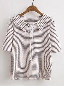 Camiseta con ojal con cordón de cuello middy