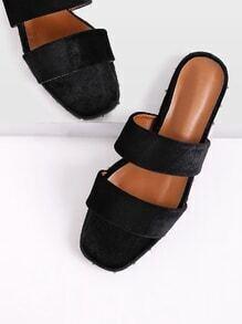 Sandales à fond plat en velours avec des roches
