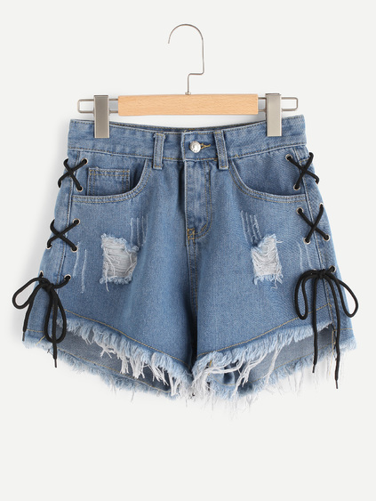 Shorts en denim de borde crudo con ojete con cordón lateral