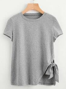 Camiseta con nudo lateral con abertura