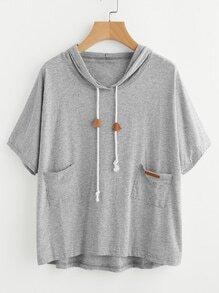 Tee-shirt trapèze à capuche avec des poches