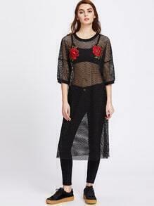 Kleid mit Fischernetz, tief angesetzter Schulterpartie und 3D Rosestickereien