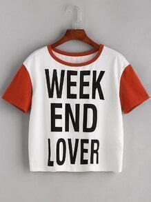 Tee-shirt imprimé du slogan bicolore avec manche court