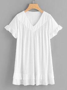 Kleid mit V-Ausschnitt und Falten