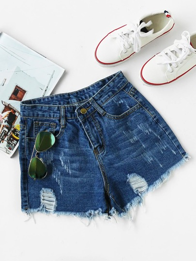 Shorts desgastados con rotura en denim