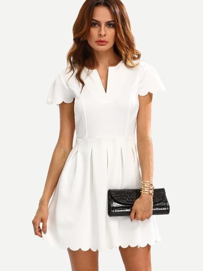 0c6d4c25b21 Vestido corte V festoneado línea A -blanco