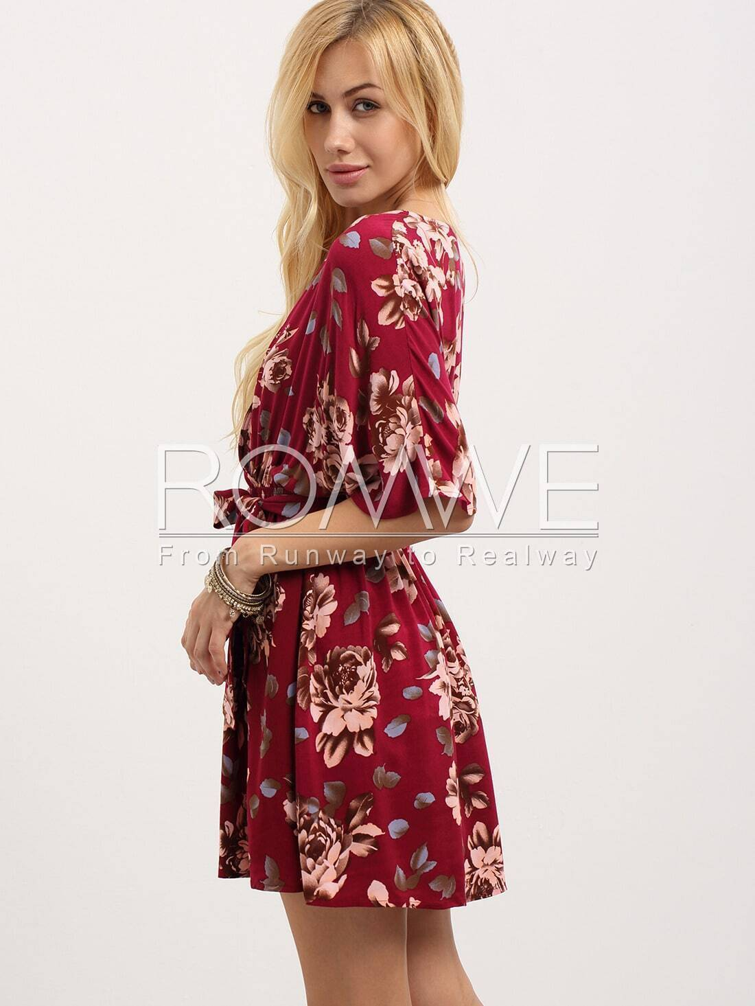 Robe motif fleuri col v avec ceinture rouge french romwe for Interieur paupiere inferieure rouge