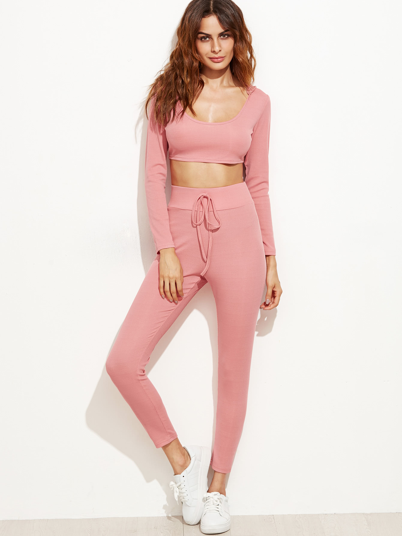 Top corto con capucha y pantalones con cordón en la cintura - rosa ...