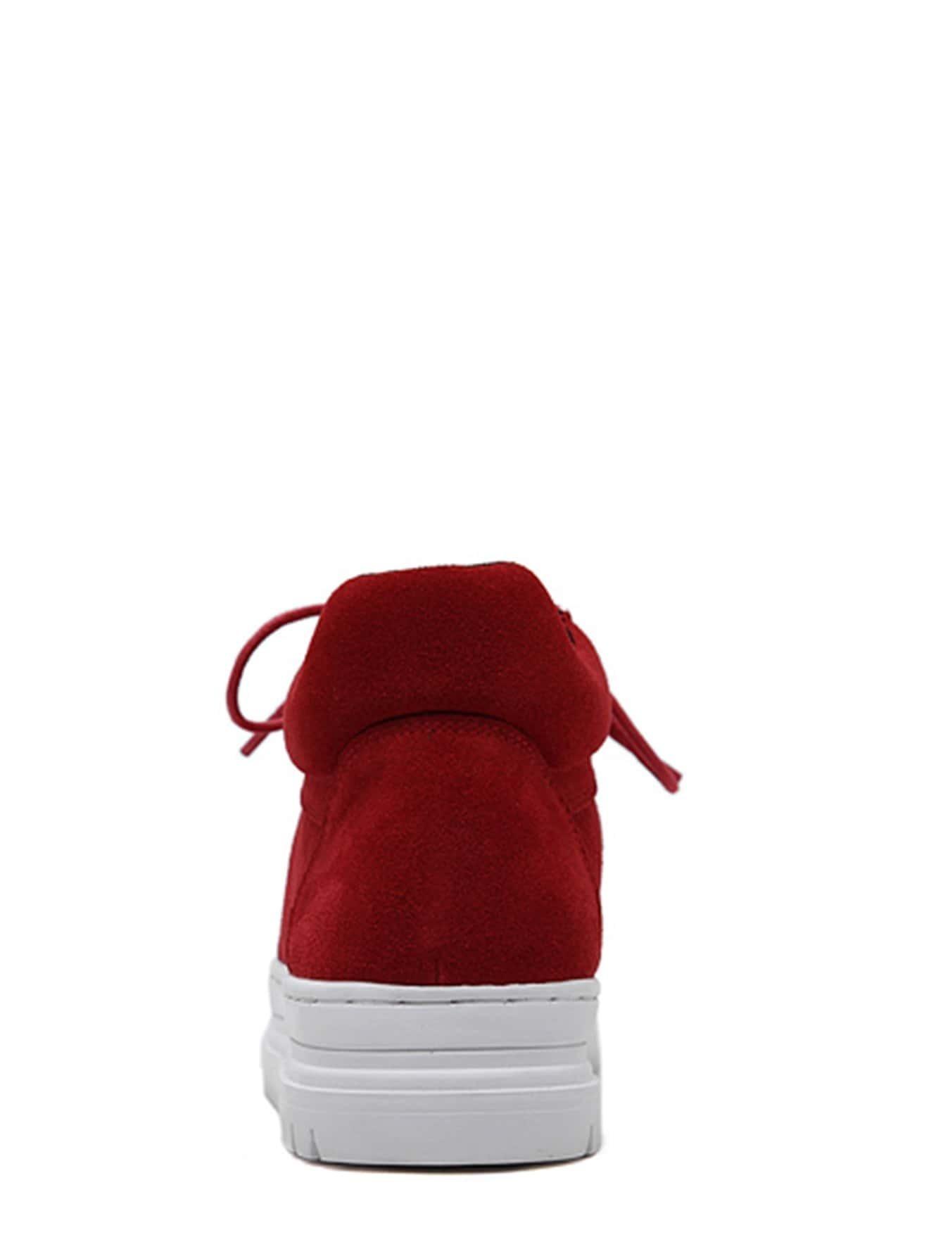 Chaussures plates en cuir peluche avec lacet rouge for Interieur paupiere inferieure rouge