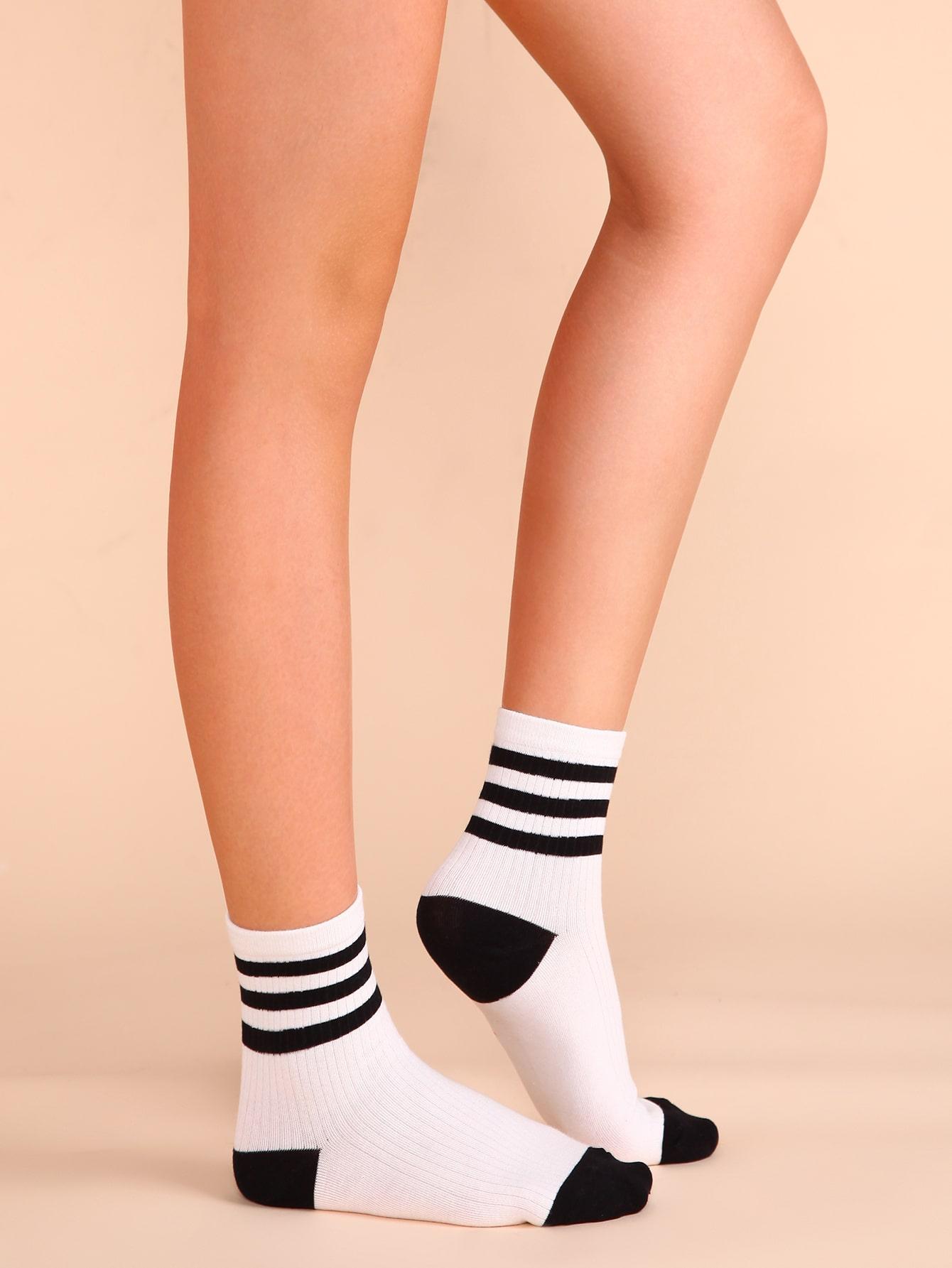 chaussettes rayure noir et blanc romwe. Black Bedroom Furniture Sets. Home Design Ideas