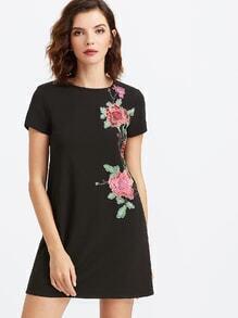 Vestido con bordado floral - negro