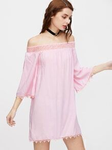 Vestido de hombros al aire de croché en contraste - rosa