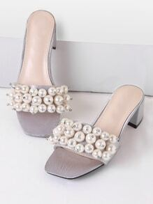Sandalias de tacón grueso con perla de imitación - gris