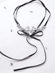 Gargantilla en forma de flor en forma de flor de imitación negra
