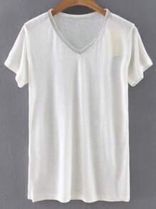 Camiseta con cuello en V y ribete con abalorios - blanco