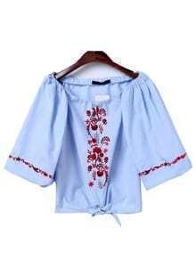 Blusa con bordado de flor con cuello barco y nudo - azul