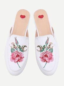 Chinelas estilo mocasín con bordado de flor - blanco
