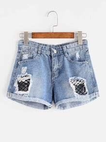 Shorts con rotura en rejilla en denim