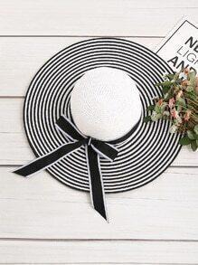 Sombrero de rayas con lazo