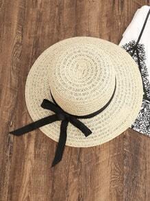 Sombrero de paja con lazo en contraste