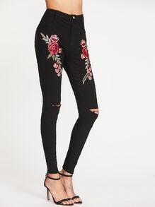 Pantalones rotos en la rodilla con aplicación de rosa - negro
