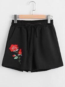 Shorts con aplique y abertura lateral