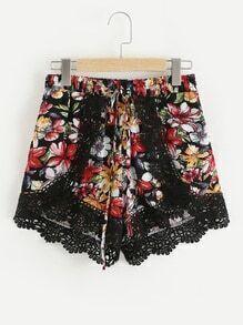 Shorts pétalo con estampado floral contraste de croché con encaje