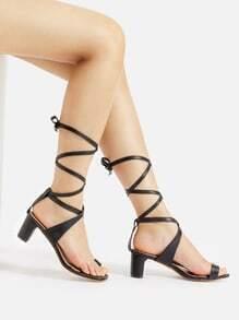 Sandalias de tacón alto de tiras cruzadas con aro para dedo