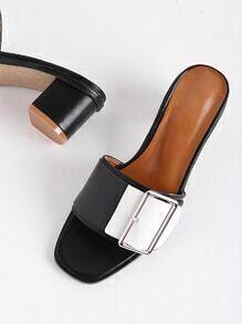 Sandalias de tacón cuadrado con diseño de hebilla en color block