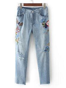 Jeans mit Rissendetail