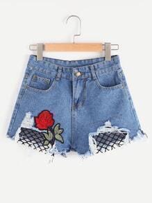 Shorts mit ausgefranstem Saum und Rosepatch