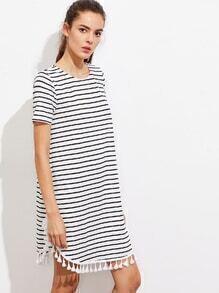 T-Shirt Kleid mit Quaste und Streifen