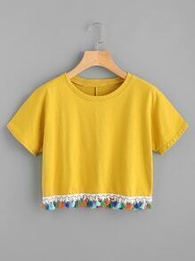 T-shirt mit kontrastierener Quaste